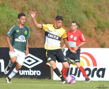 Sandro foi assistente na partida entre Chapecoense e Criciúma, no Estadual Sub-20, de 2018