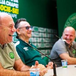 Chapecoense segue buscando técnico