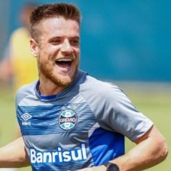 Corinthians e Grêmio se aproximam de acerto por transferência de Ramiro