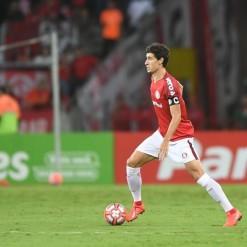 Dourado admite dores no joelho e prevê Inter diferente com Sarrafiore