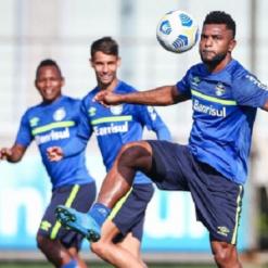Geromel, Borja e Léo Pereira treinam normalmente no Grêmio