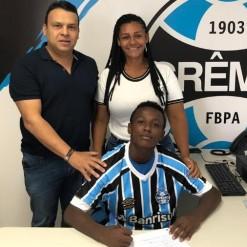 Grêmio assina contrato de formação com promessa de 14 anos