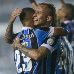 Grêmio chega a 90 gols na temporada e retoma briga de melhor ataque