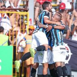 Grêmio desperdiça pênalti, mas vence o Brasil no Bento Freitas