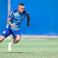 Grêmio vence jogo-treino contra o Cruzeiro nos minutos finais