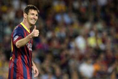 Messi se recupera de lesão e volta a treinar com o Barcelona