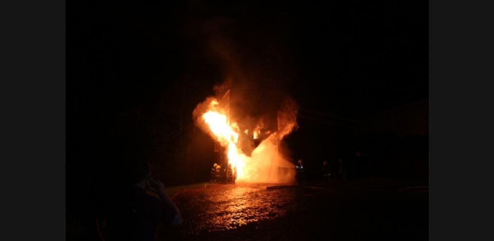 Incêndio atinge indústria de Mondaí (Foto: Valdenir Ciceri/ Rádio Porto Feliz)