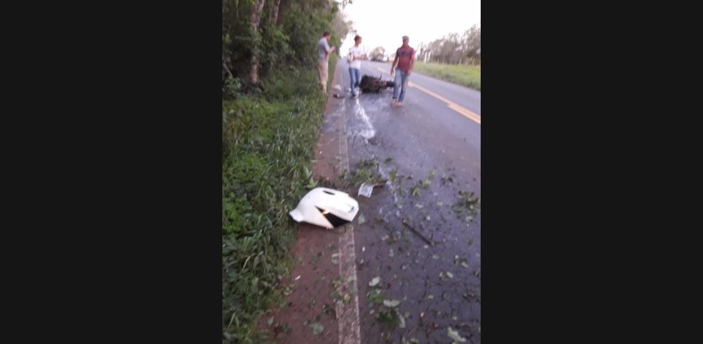 Motociclista morre em saída de pista em Riqueza (Foto: Reprodução/ whatsapp)