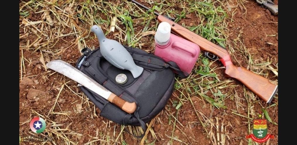 PMA prende dupla por caça e porte ilegal de arma de fogo (Foto: Divulgação PMA)