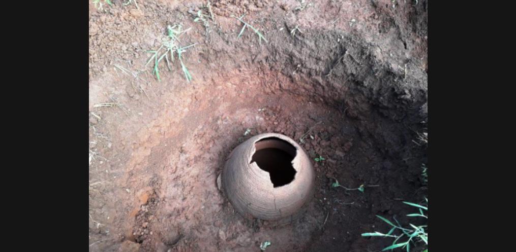 Urna funerária é encontrada no interior de Itapiranga (Foto: Antoninho Alovisi)