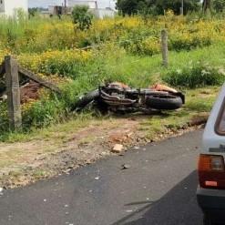 Acidente entre automóvel e motocicleta mata homem de 31 anos
