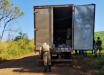 Bandidos que atacaram caminhão com armas no Oeste são presos