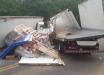 Caminhão fica sem freio e colide contra mureta de proteção em ponte
