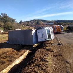 Caminhão tomba no Extremo-Oeste