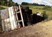 Carreta de Chapecó tomba e deixa motorista ferido no Oeste