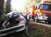 Colisão em árvore mata jovem e deixa duas pessoas gravemente feridas