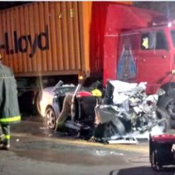 Dois homens morrem em acidente entre carro e carreta