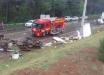 Duas pessoas morrem após caminhão tombar no Oeste