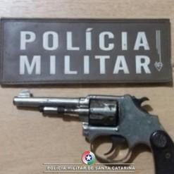 PM prende homem e arma após discussão entre vizinhos em Mondaí