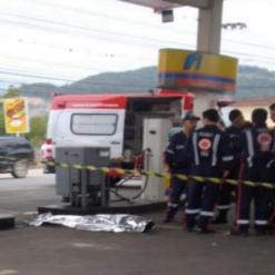 Homem é espancado até a morte em posto de combustível