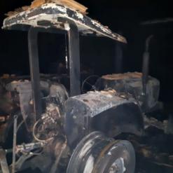 Incêndio destrói galpão de máquinas no Oeste