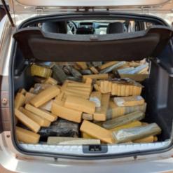 Jovem é preso no Oeste após dirigir carro com 270 quilos de maconha