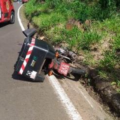 Motociclista de 22 anos morre após sofrer queda e ser atingido por carreta