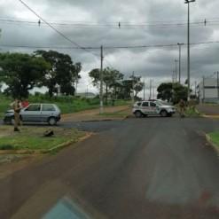 Motociclista morre em acidente após ser arremessado por 10 metros
