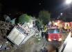 Motorista morre após caminhão tombar e atingir casa