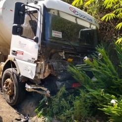Motorista morre após colisão frontal