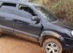 Motorista tenta atropelar PM's, bate carro em barranco e é detido