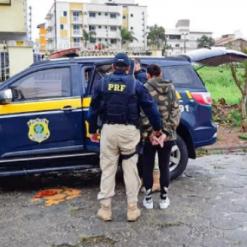 Mulher com mais de 50 passagens criminais é presa ao se passar por PRF