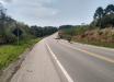 Mulher morre após colisão entre moto e caminhão