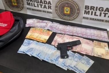 Com o padre foram encontrados dinheiro, simulacro de arma e os produtos roubados