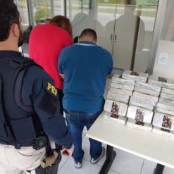 PRF apreende 33 quilos de crack escondidos em carro na região