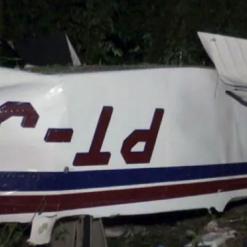 Três pessoas morrem em queda de avião