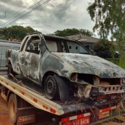 Veículo com registro de furto é encontrado incendiado