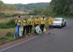 Voluntários da Cooper A1 se mobilizam para limpeza de rodovia